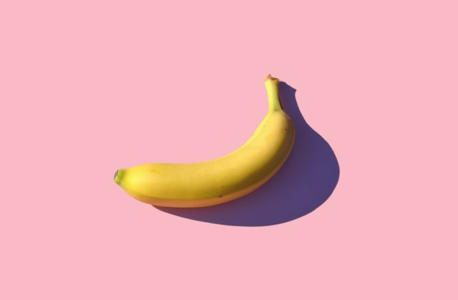 banane sur fond rose pink background je suis sur tinder on me juge